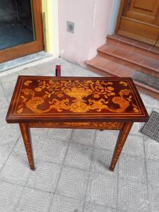 Tavolo da gioco olandese epoca 1800 bellissimo intarsio 82x40 h78 aperto 82x80   intarsio nella parte aperta da gioco primi 1800 garanzia termini di legge