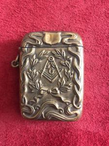 与共济会的符号的黄铜火柴盒。