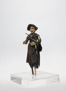Manifattura tedesca, Inizio del XIX Secolo, Mendicante con tromba in legno, osso e base in plexiglass trasparente