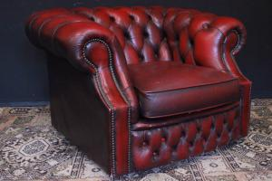 Original Chesterfield club English armchair in burgundy leather