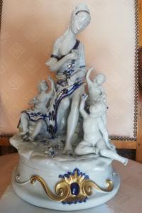 scultura in ceramica bianco-blu