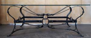 Tavolino rettangolare design a cinghie in ferro battuto - top vetro