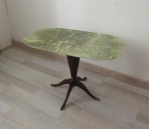 Tavolino inglese in mogano con piano in onice - vintage modernariato - anni 50