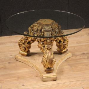 Tavolino rotondo italiano in legno laccato e dorato con piano in cristallo