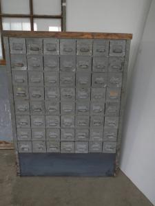 cassettiera  anni 50 legno e metallo