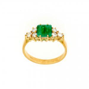Anello in oro giallo con smeraldo e diamanti