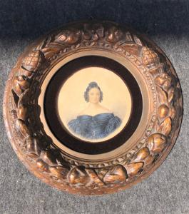 Miniatura al temple sobre cartón con marco de madera tallada y dorada con motivos vegetales en relieve.Firma y fecha 1836.