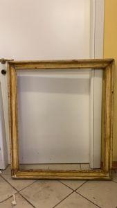 Cornice in legno laccato , XVII secolo . Dimensioni : 86 x71 (luce )
