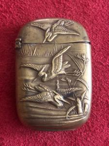 黄铜火柴盒与苍鹭。