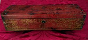 Scatola birmana in legno laccata e dorata.