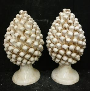 Ceramica di Caltagirone - Coppia di Pigne bianche - H 40 cm - Sicilia - 1956