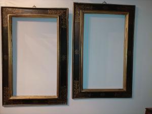 一对珍贵的镀金木头画框,上面涂有花卉图案,佛罗伦萨于16世纪下半叶