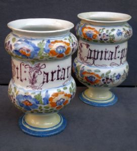pair of polychrome majolica albarelli with flower decoration with writing. Antonibon Nine manufacture mid 18th century