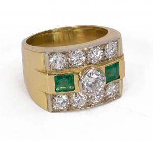 Anillo en oro de 18 quilates con diamantes de talla brillante (alrededor de 2 quilates) y esmeraldas, años 60/70