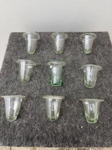 Группа из девяти стеклянных аптекарских банок (для кровопускания?) Модена