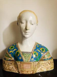 Busto in maiolica,regina d'Aragona.Manifattura Minghetti.Bologna.