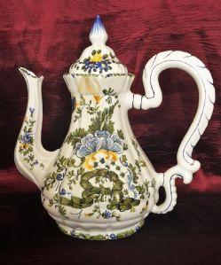 cafetera de café en la mano pintada cerámica italiana