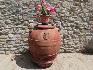Important terracotta pot with noble coat of arms Fam.Ricceri dated 1834