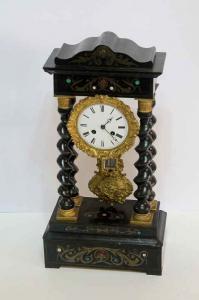 Orologio a tempietto con pendolo