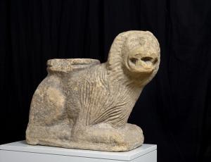 Leone Stiloforo in pietra arenaria, Marche meridionali o Abruzzo inizio secolo XIV
