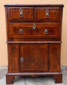 mobile a cassetti del 1800