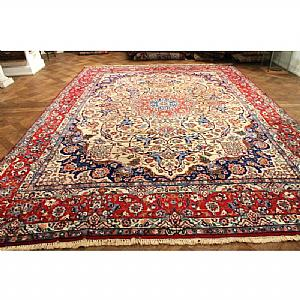 ANCIENT, FASCINATING AND REFINED TABRIZ Quom (QOM) WITH FLORAL DECORATION 290 x 410 cm.