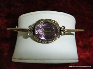 Antique gold brooch with amethyst