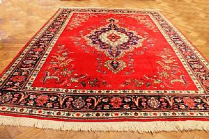 ANTIQUE FLORAL DECORATIONS A lively TABRITZ SHADES ON 'RED CARDINAL - 285x385 cm.