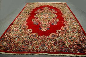 WONDERFUL AND ANTIQUE FLORAL DECORATION ON A RED MESCHAD SCALATTO - 252x370 cm. (PERSIA)