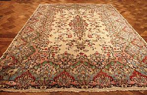 OLD AND RARE KIRMAN (KIERMAN) LAVER A FLORAL DECORATIONS SHADES ON 'THE BEIGE, GREEN AND PINK ANTIQUE - 270x380 cm.
