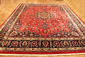 VERY DECORATIVE, REFINED AND LIVELY MESCHAD - QUOUM (QOM) A PERSIAN FLORAL DECORATION ON SHADES 'CLOBALTO OF BLUE AND RED - 300x366 cm.