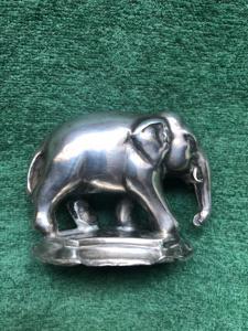 Elefante in argento su base.Periodo impero.