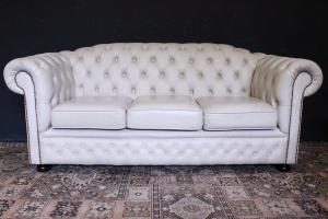 Sofá de tres plazas original inglés Chesterfield de cuero blanco crema claro