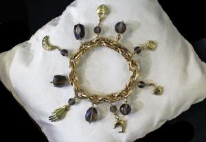 Bracelet with pendants and topazes