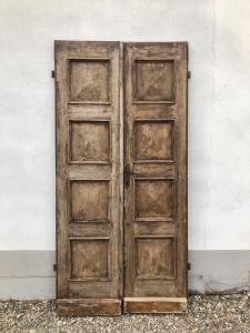 Puerta rústica de castaño