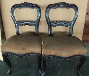 一对雕刻的路易·菲利普椅子