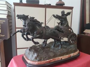 Roman chariot in bronze