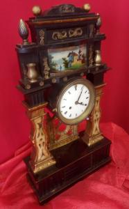 Pendulum clock in gilded and lacquered wood