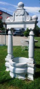 Pozzo in marmo bianco