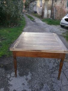 extensible walnut table in the early 1800s