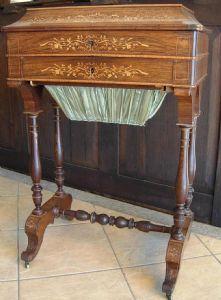 raro tavolo da lavoro dei primi anni del  1800