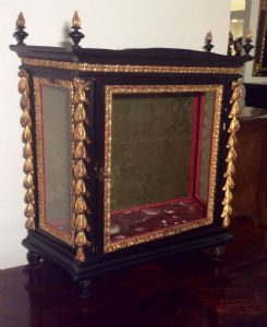 Ancient display case of the late seventeenth century