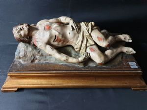 Христос свергнутая полихромная скульптура