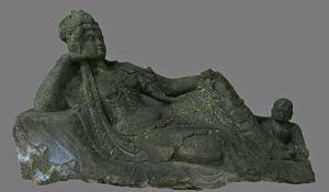 grande estátua de pedra