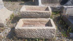 Coppia di vaschette in granito