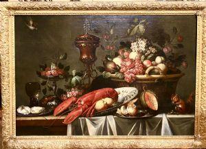 水果,龙虾,陈设品和松鼠的强盗桌
