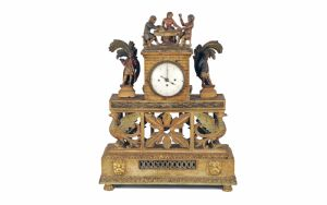 Reloj de madera lacada del siglo XVIII