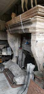 camino in pietra rinascimentale