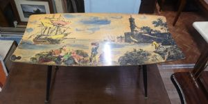 Современный старинный журнальный столик