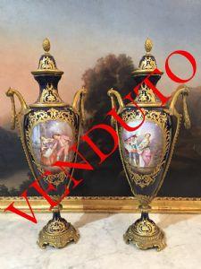 Coppia di vasi in porcellana di Sevres , XIX secolo